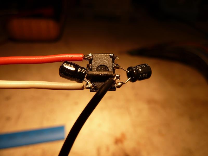 Fabrication d'un convertisseur de tension -5V pour moins de 3 euros. P1040827